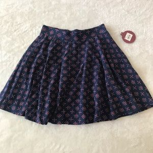 patterned circle/skater skirt NWT   size: small